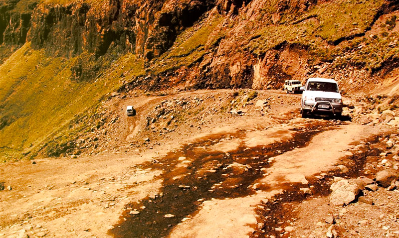 Essence Land Rover - Sani Pass
