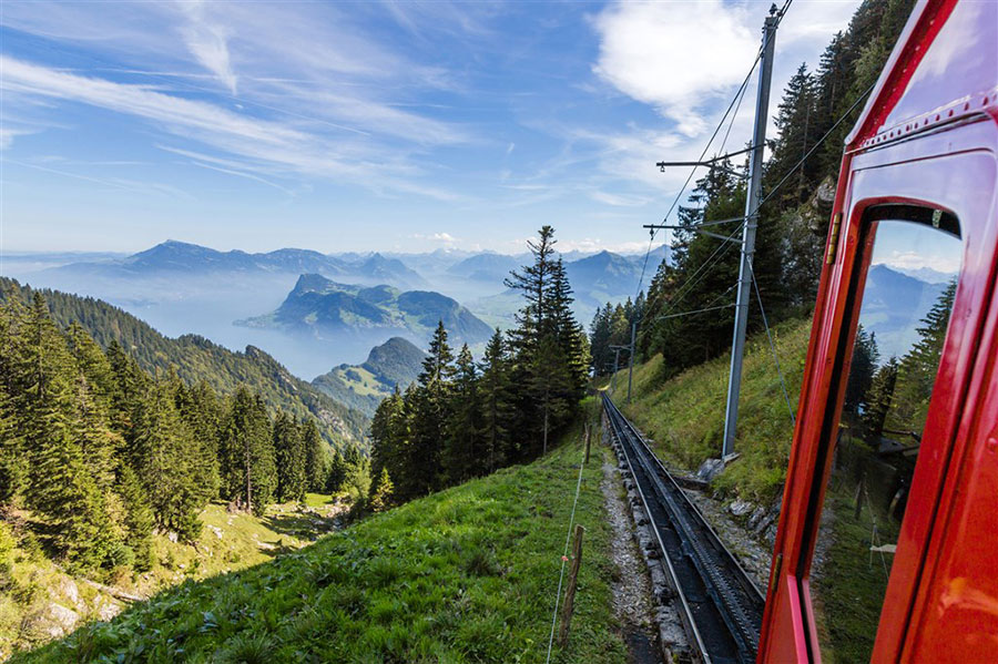 Subida del tren cremallera de Alpnachstad al monte Pilatus