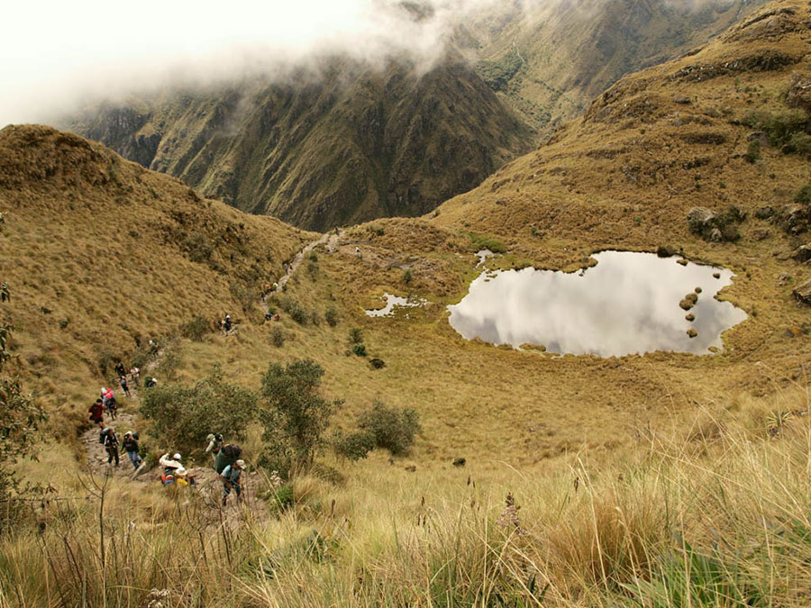 El Camino Inca junto al lago Chaquacha