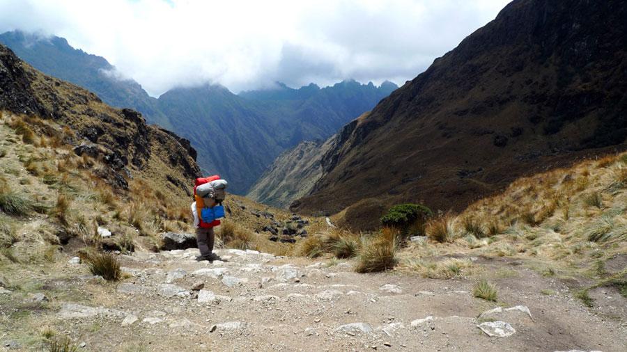 Descendiendo el paso de Warmiwañusca
